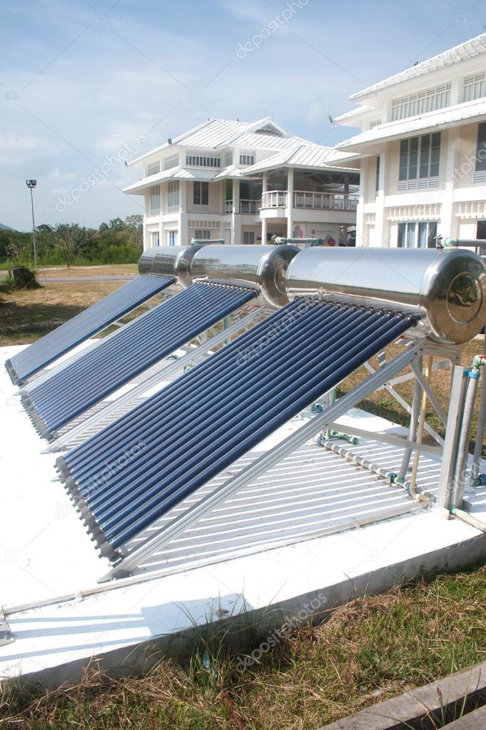 Solarglas für Warmwasser-Systeme — Stockfoto © topten22photo #61878009