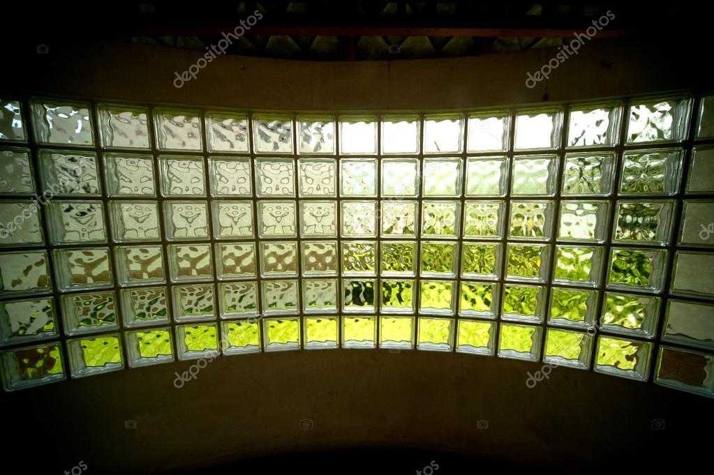 Wand aus Glasbausteinen — Stockfoto © topten22photo #61898305