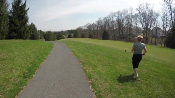 Zralá žena na Golf