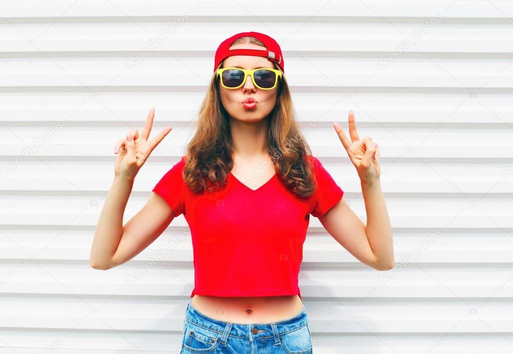 De Camiseta Y Sol Moda Mujer Chulo Bastante Roja Sobre Gafas En FJl1cTK