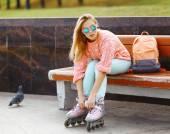 Fényképek Extrém, szórakozást, ifjúsági és emberek koncepció - szép stílusos szőke g