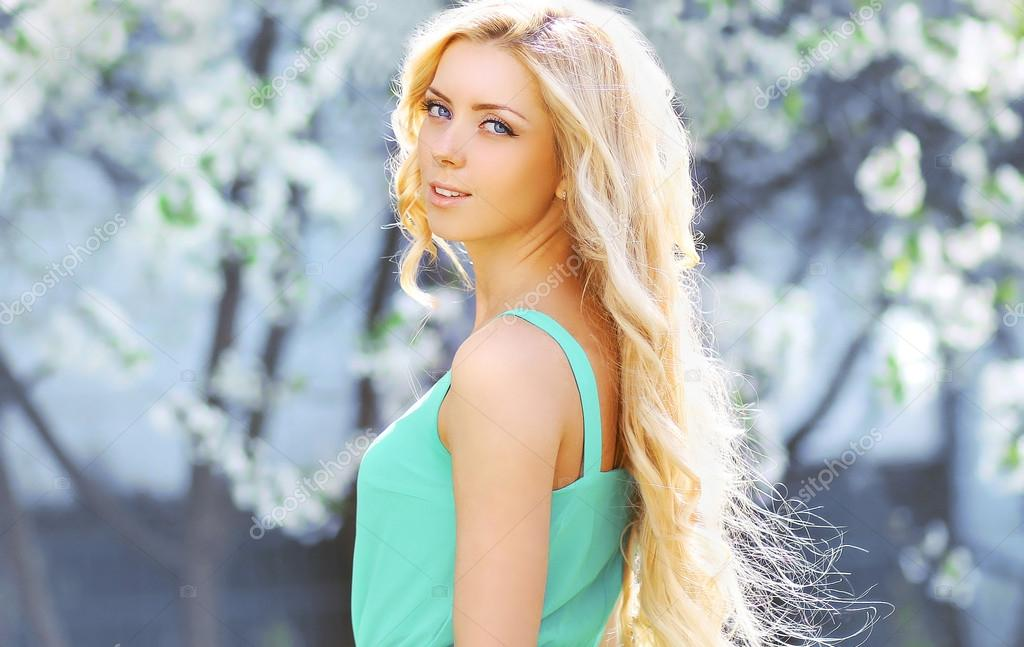 Lovely блондинка