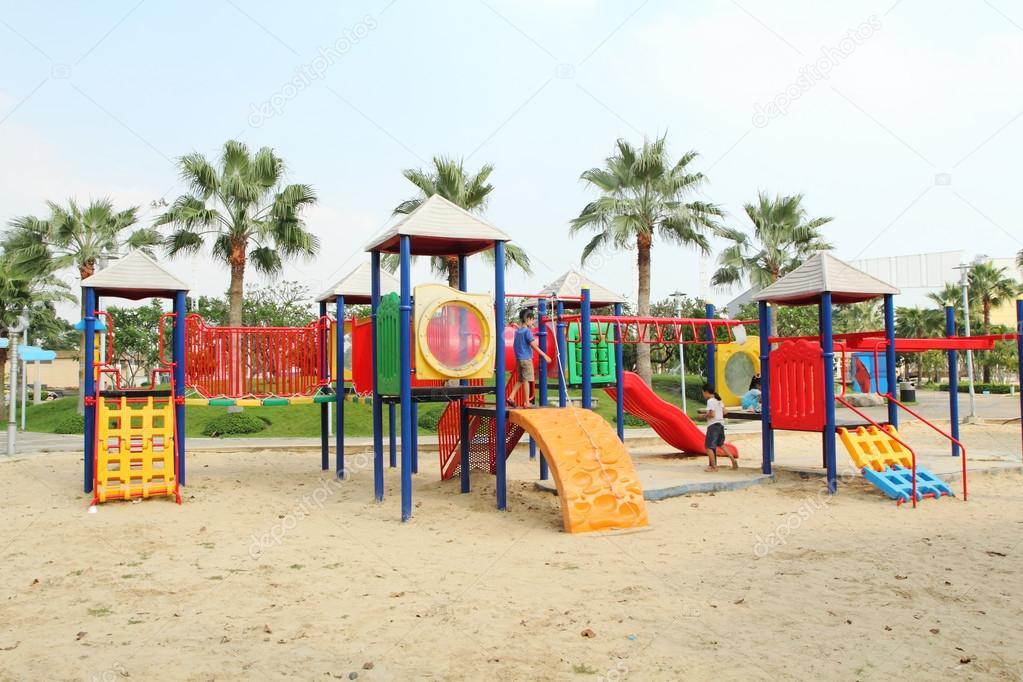 Imagenes Ninos Jugando En Parques Infantiles No Identificados