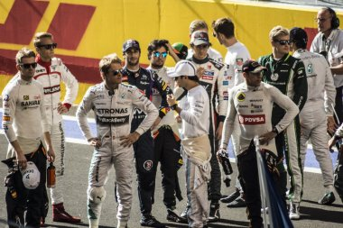 The pilots of formula one gathered together on the starting line