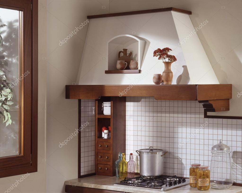 Angolo cottura con cappa in muratura — Foto Stock © oscarO #114956452