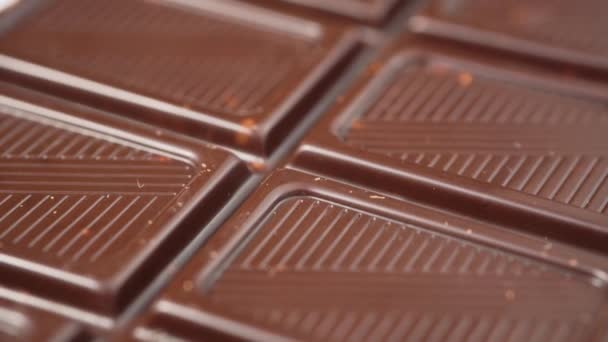 Kusy tmavé čokolády makro pomalé panorama