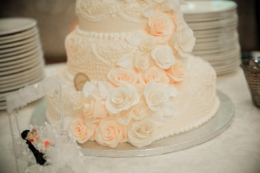 Wedding cake with figurines.