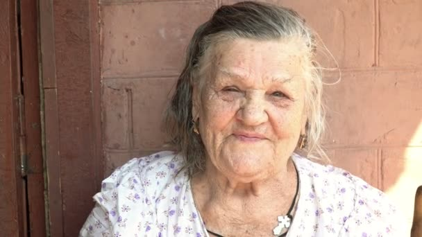 Porträt einer schönen alten Frau