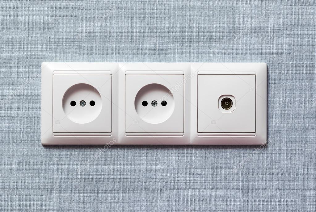 Pannello Solare Con Presa Elettrica : Due elettrica e presa tv — foto stock grashalex