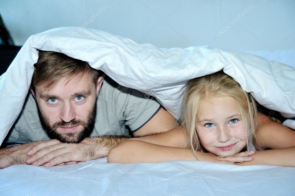 Дочь расслабляет отца