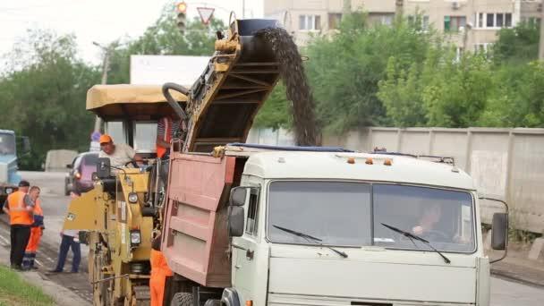 Repair of asphalt roads