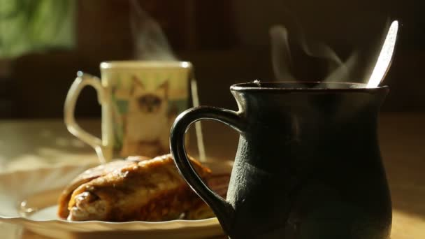 Jde pára od horkého čaje, dva šálky