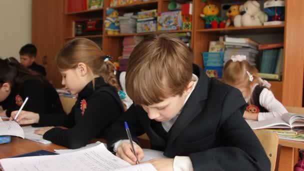 Az iskolában tanuló fordul Megjegyzés