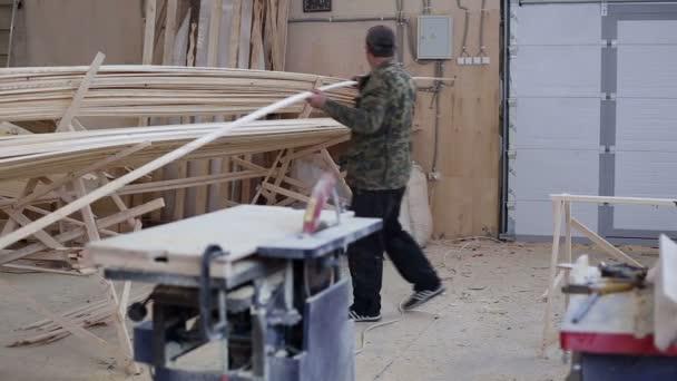 Tesařské práce s kotoučovou pilou Dřevoobráběcí stroje