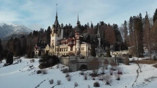 Nádherný letní hrad Peles v Transylvánii, Rumunsko.