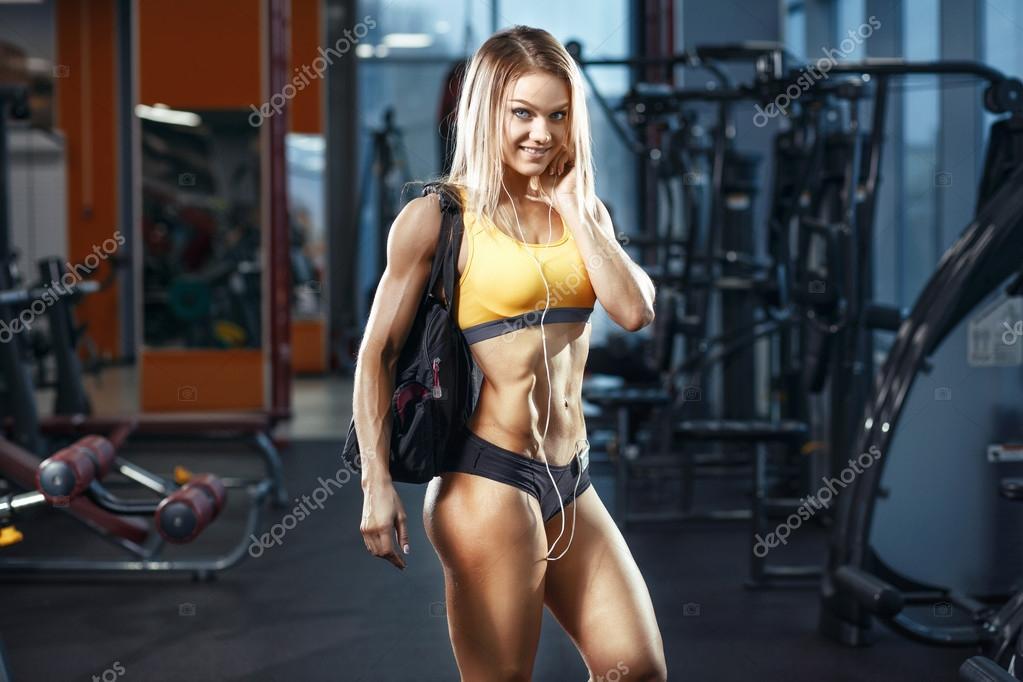 Девушка сексуальная и спорт