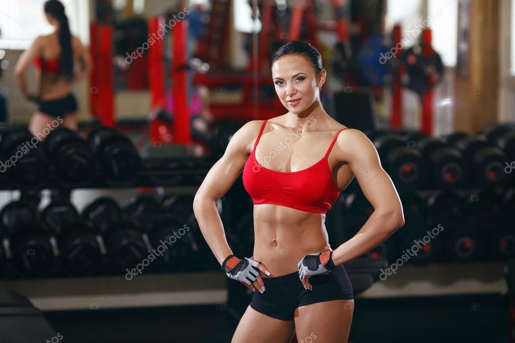Русские девушки в тренажерном зале, фото как задрал анал