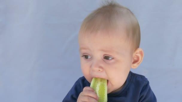 dítě zdravé jídlo