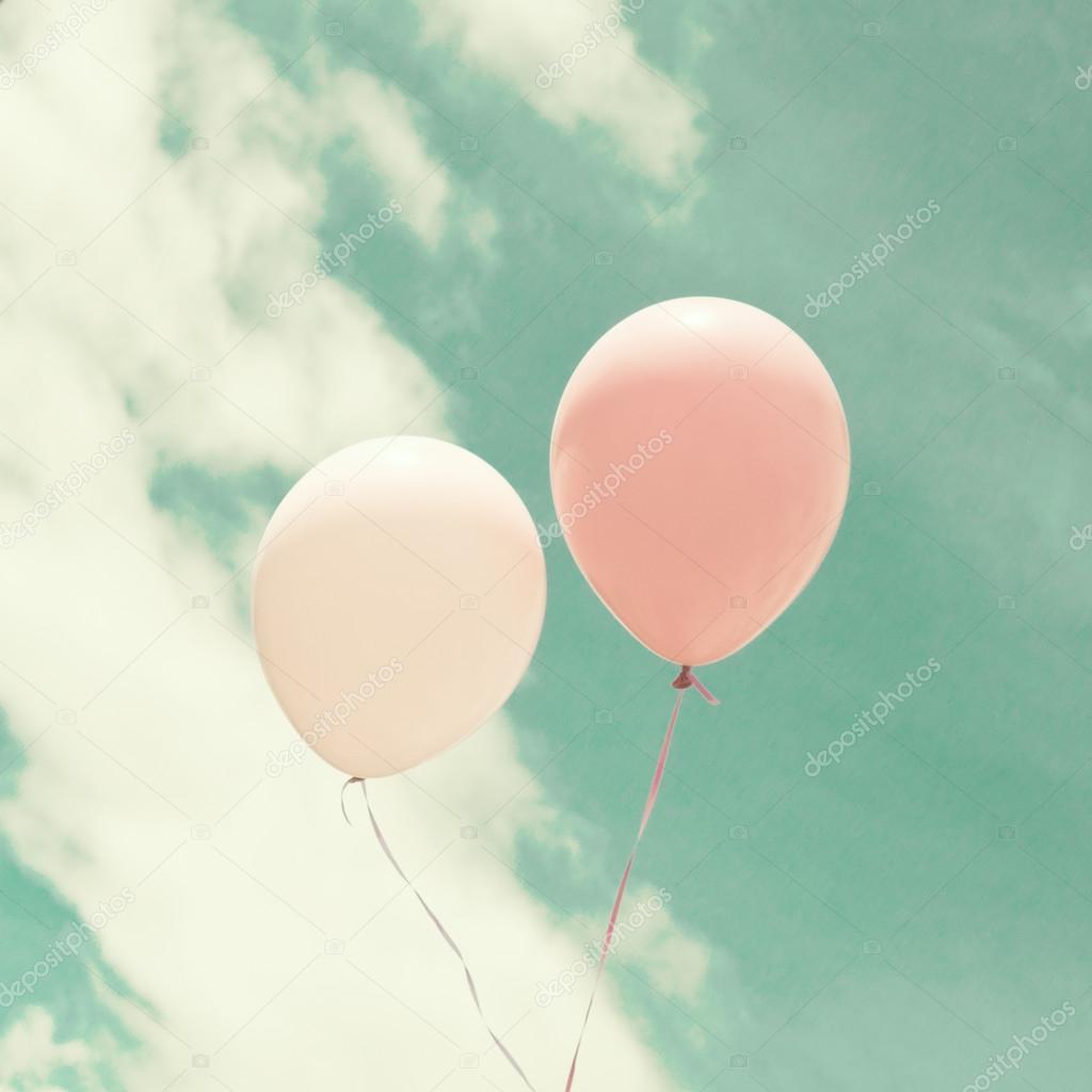 Bunten Luftballons Uber Vintage Himmel Stockfoto C Andrekaphoto