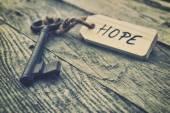 Fotografia Vecchio tasto con il segno di speranza