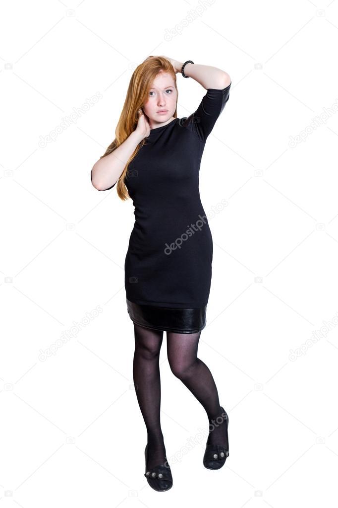 Девушка в черном платье на белом фоне