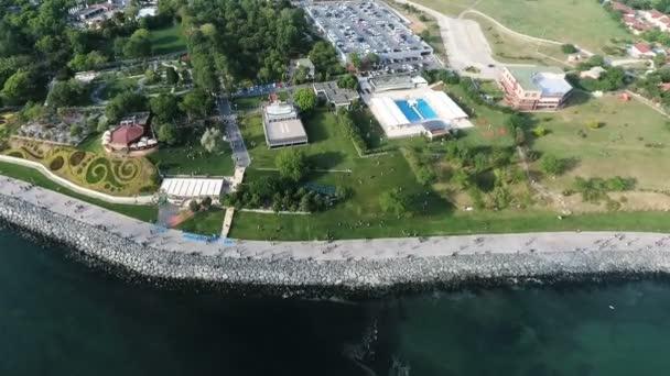 letecký snímek pobřeží moře