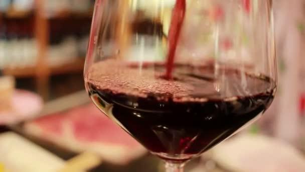 ömlött be a pohár, vörösboros közelről