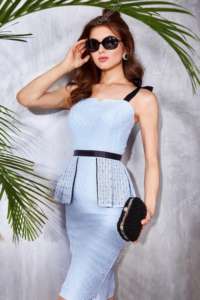 Hermosa modelo sexy mujer ropa moda ropa elegante vestido — Fotos de Stock f5be1761e25