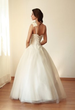 Beautiful bride in white wedding dress mariage