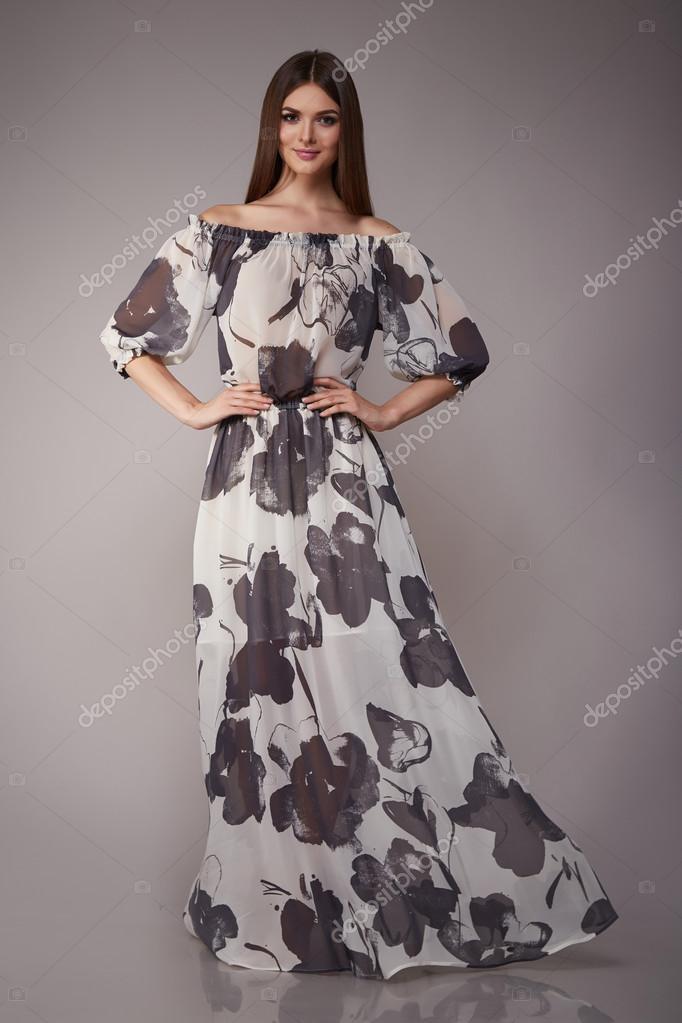 2d6391dfc2 Morena de modelo de belleza moda ropa casual colección mujer — Foto de Stock