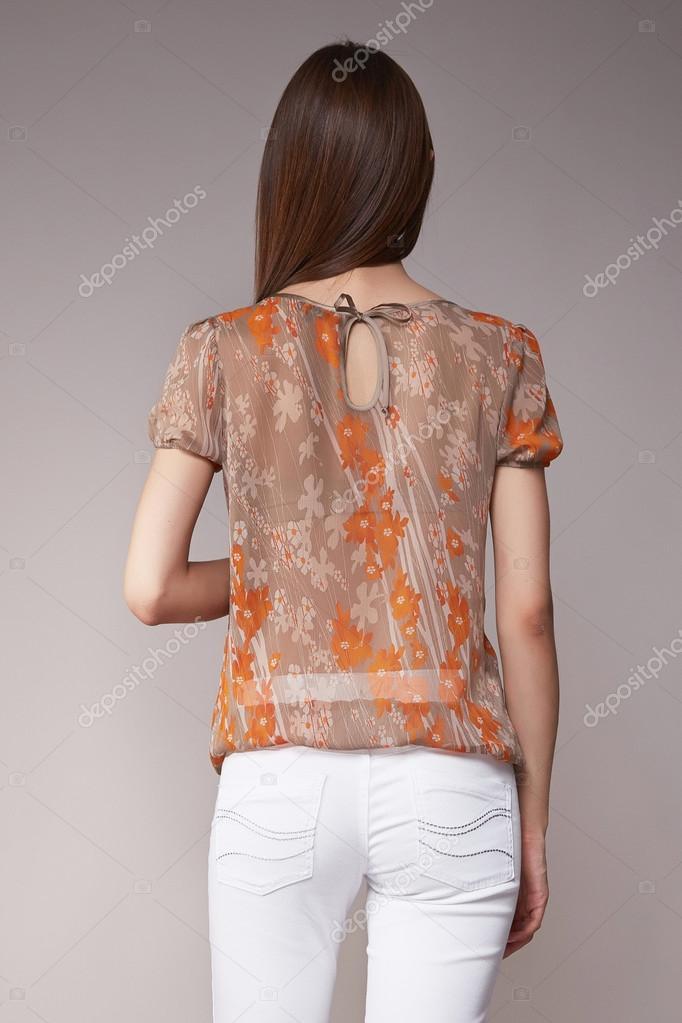 65a2bafd72a4 Ομορφιά μόδα ρούχα casual συλλογή γυναίκα μελαχρινή μοντέλο — Φωτογραφία  Αρχείου