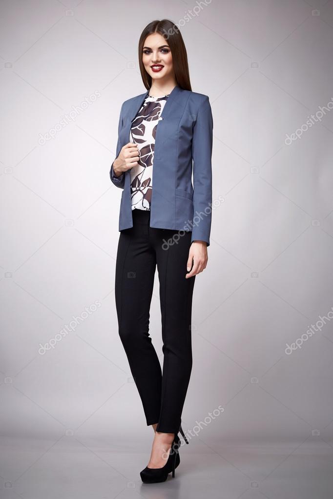 bc9026ea1d2ac Morena de modelo de belleza moda ropa casual colección mujer — Foto de Stock