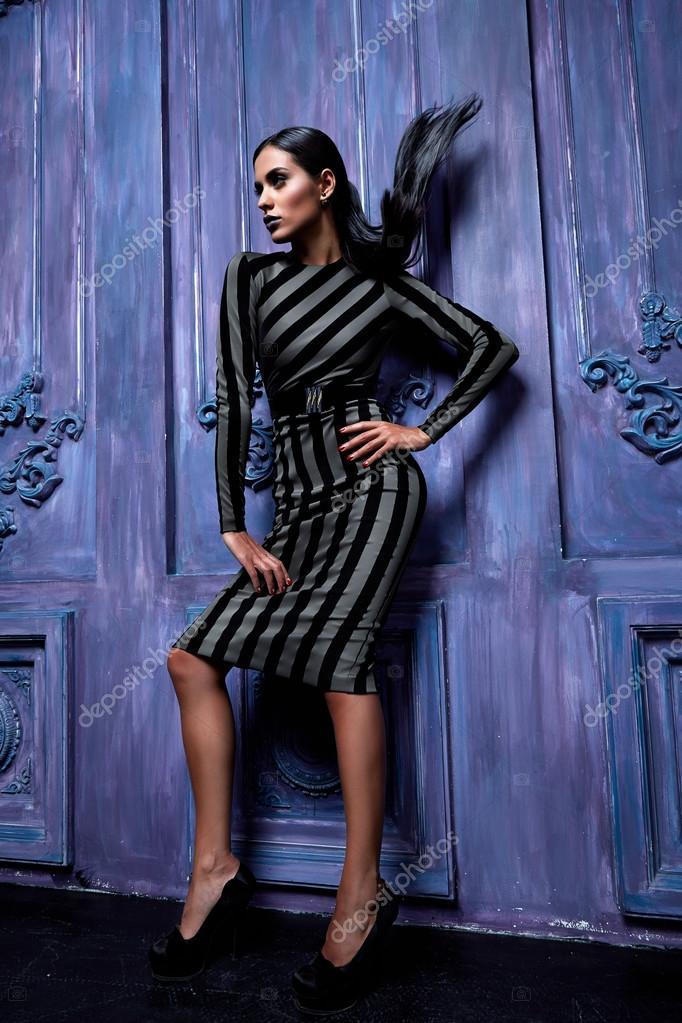 Schöne sexy junge Unternehmen Frau Haare Make-up tragen Kleid Anzug ...
