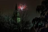 Fotografie Kirchturm und Feuerwerk