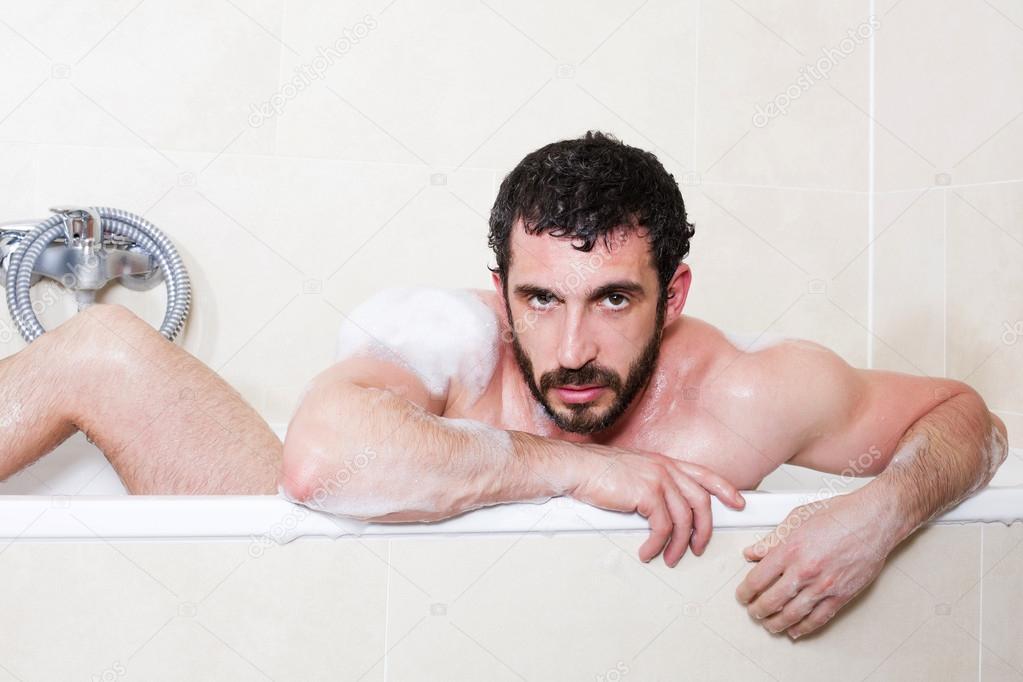 Uomo In Vasca Da Bagno.Immagini Uomo In Vasca Da Bagno Uomo Nella Vasca Da Bagno Foto