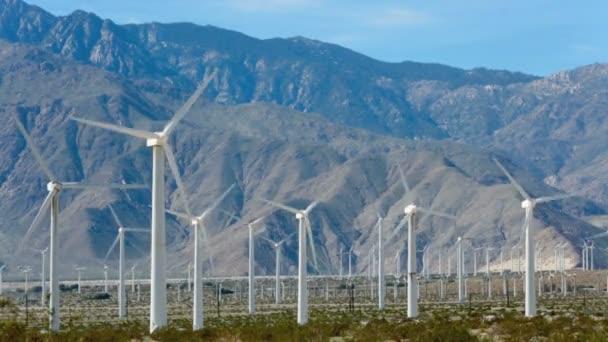 Vítr poháněl generátory poblíž Palm Springs, Ca
