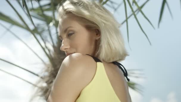 Сексуальная блондинка видео девушки