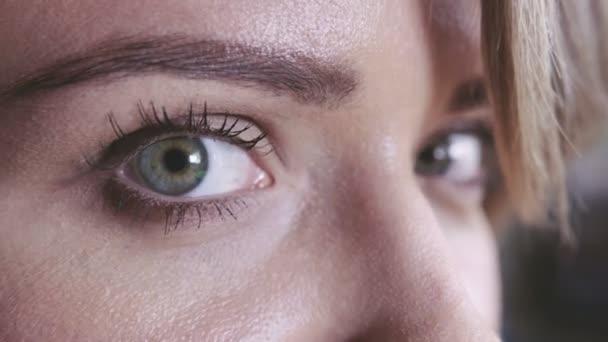 Detailní záběr oka žena s denní make-up