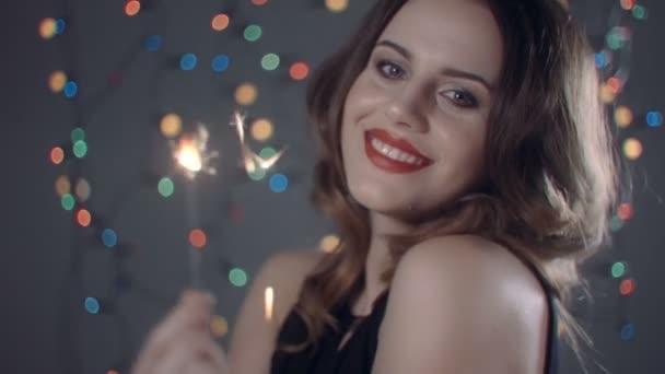 Krásná mladá žena s leskne barevné pozadí