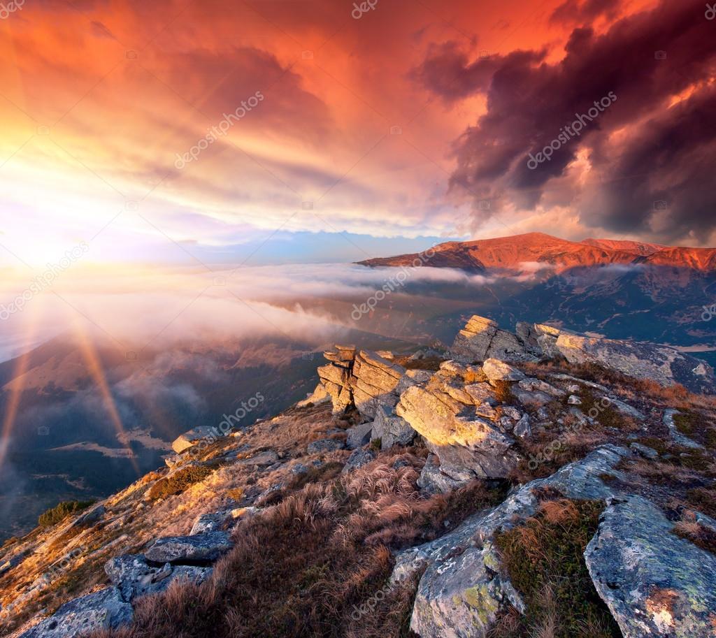 Фотообои landscape in the mountains. Sunrise