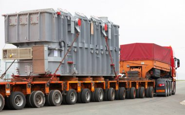Transport of heavy, oversized loads and construction machinery