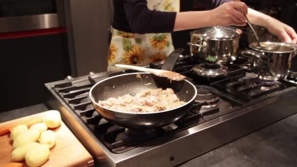 Příprava masa dušené s brambory a mrkev