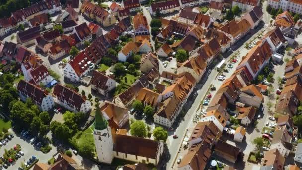Légi felvétel a város Hueffingen Németországban a fekete erdőben egy napsütéses napon nyáron.