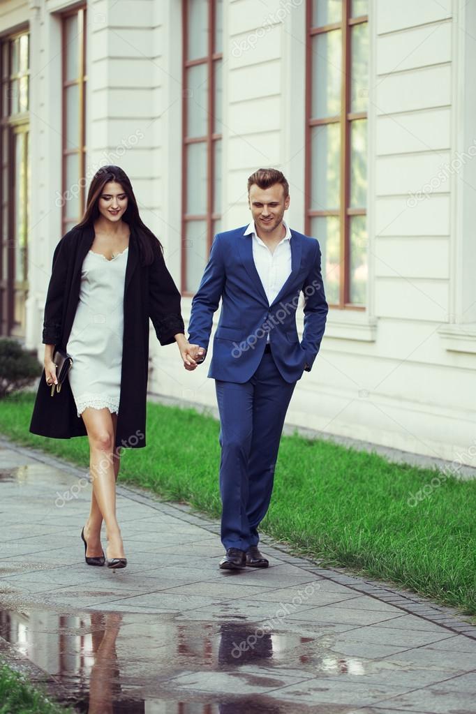 Fotos de hombres vestidos con ropa de mujer