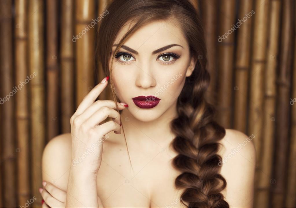 Sexy Mädchen Schönheit Mit Violett Rote Lippen Provokative Make Up