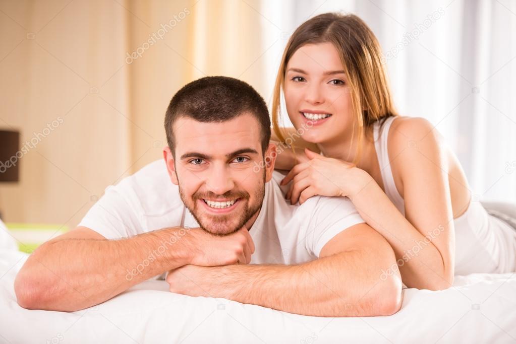 couple au lit photographie vadimphoto1 85930520. Black Bedroom Furniture Sets. Home Design Ideas