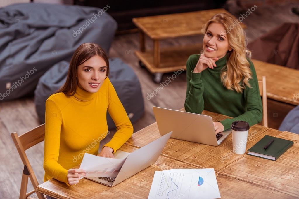 Фото девушек во время работы работа для девушек новосибирска