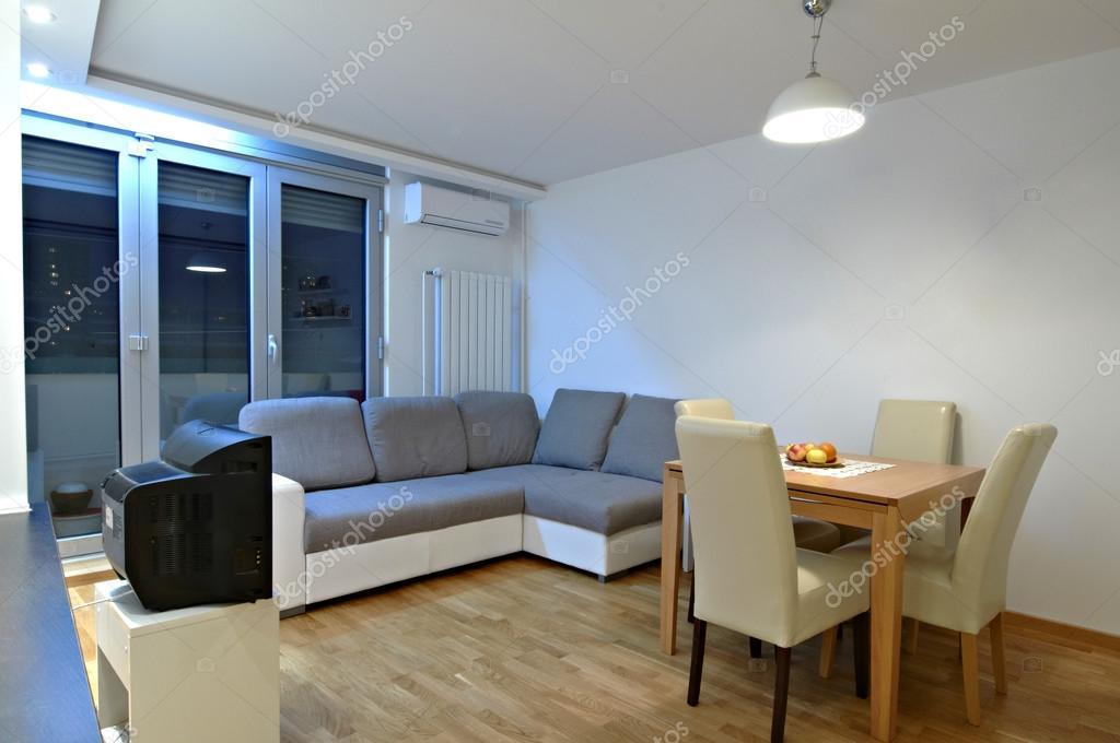 Diseño interior de una cocina con mostrador moderno — Fotos de Stock ...