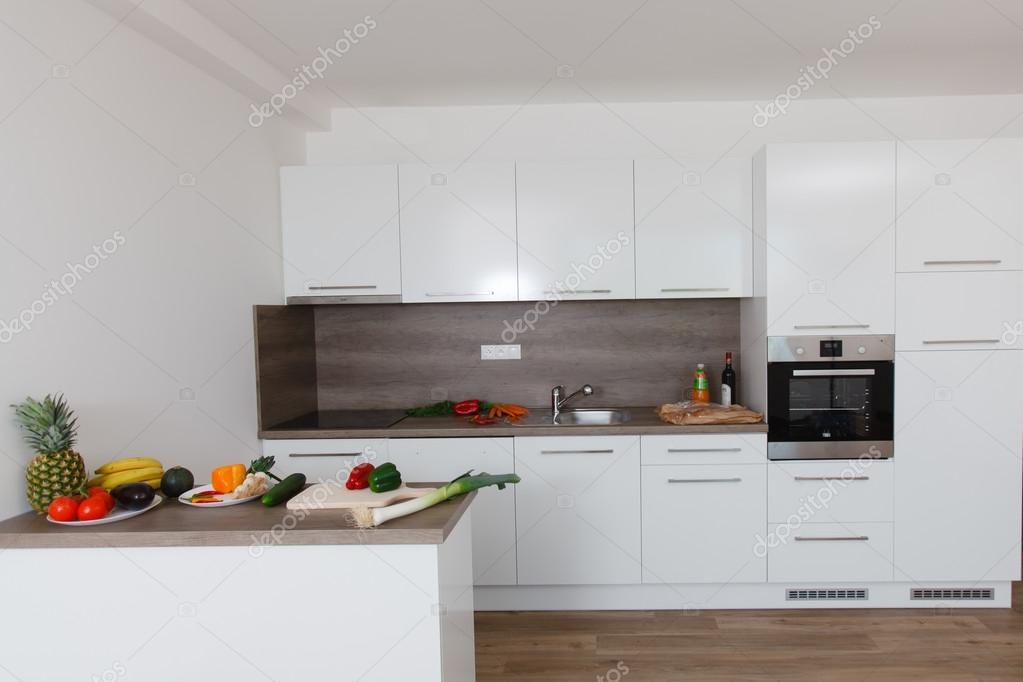 Piękna Nowoczesna Kuchnia Zdjęcie Stockowe Rades 124079874