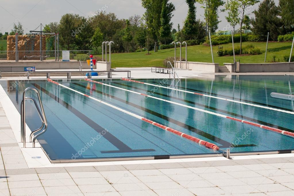 Corsie di piscina all 39 aperto foto stock rades 97619132 - Corsie per piscine ...